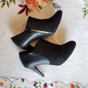 Size 8.5W booties